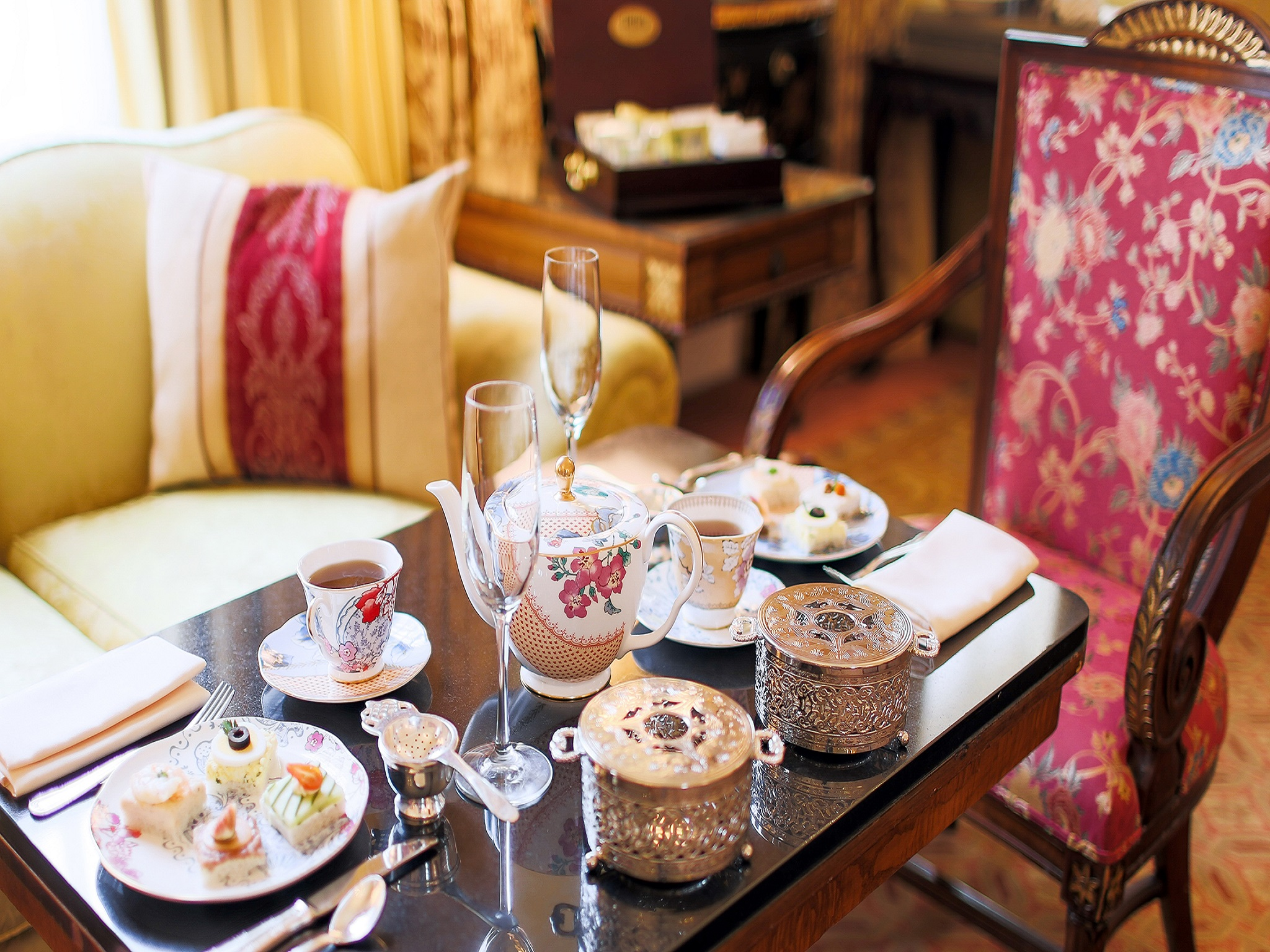 Finest selection of afternoon tea menus in the french room for Tea room design quarter