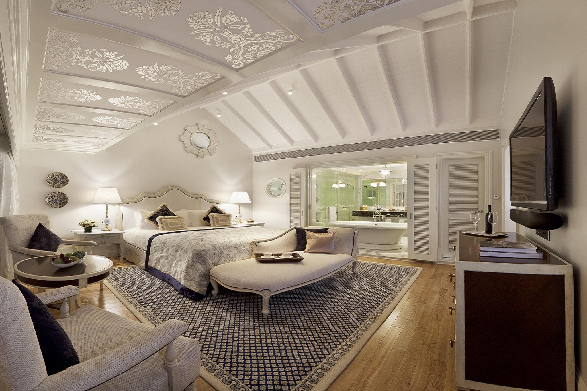 Book Luxury Suites & Rooms in Mumbai at Taj Mahal Palace
